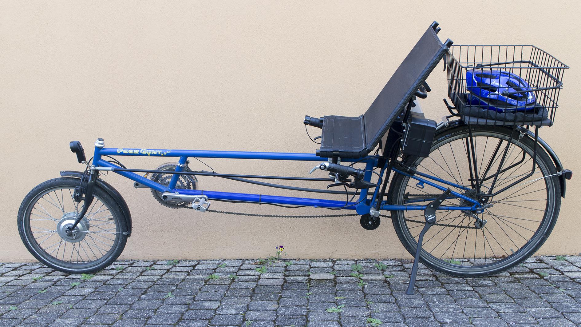 """Das Bild zeigt ein Liegerad von der Firma Radius in Münster. Es handelt sich um einen Langlieger der Modellreihe """"Peer Gynt""""."""